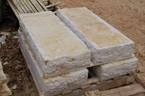 Les diff rentes finitions de la pierre de taille vence 06 for Marche escalier exterieur pierre
